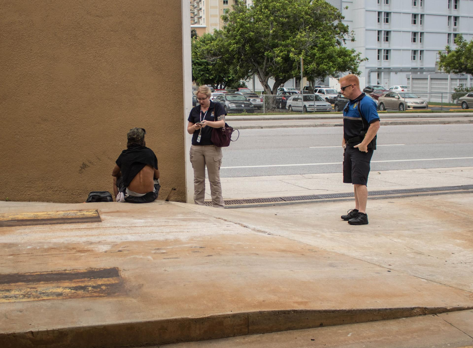 Police interacting with homeless -6